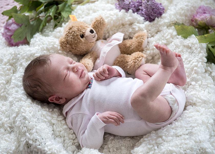Neugeborenenfotos zu Hause machen Berlin 11