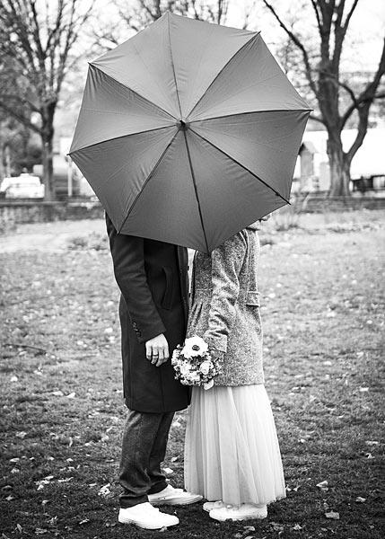 brautpaarshooting, hochzeitsfotograf berlin, hochzeitsfotos, heiraten in berlin, zu zweit heiraten, geheime hochzeit, heiraten im winter, winterhochzeit berlin, heiraten im regen, hochzeitsfotos bei regen