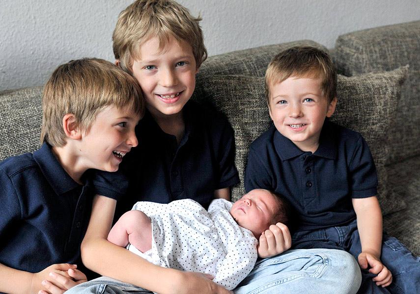 kinderfotos zuhause berlin neugeborenenfotos familienfotos familienfotograf, fotoshooting zuhause