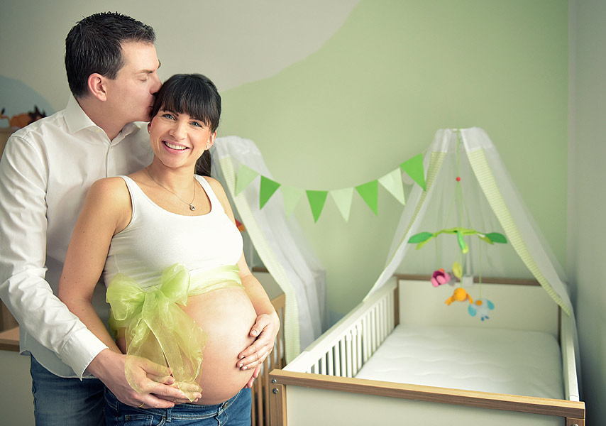Babybauchfotos, schwanger, fotoshooting berlin, familienfotograf berlin, babybauchfotoshooting, fotoshooting schwagerschaft, natürliche schwangerenfotos berlin, draußen studio fotostudio, schwangerschaftsfotos zuhause machen lassen, ideen für babybauchfotos, schwangerenfotos in der natur, schwangerschaftsfotos zuhause berlin, babybauchfotos, schwangerschaftsfotoshooting, jennifer sanchez, fotostudio berlin, milchbad fotoshooting, schwangerschaftsfotos zuhause, babybauchfotos zuhause berlin, mobiles fotoshooting, blumen, milchbad schwangerschaft, babybauchfotos berlin,