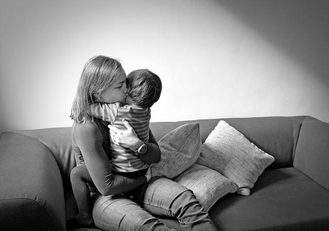 familien fotoshooting zuhause berlin kinderfotos fotograf babyfotos zuhause familienfotos mama sohn