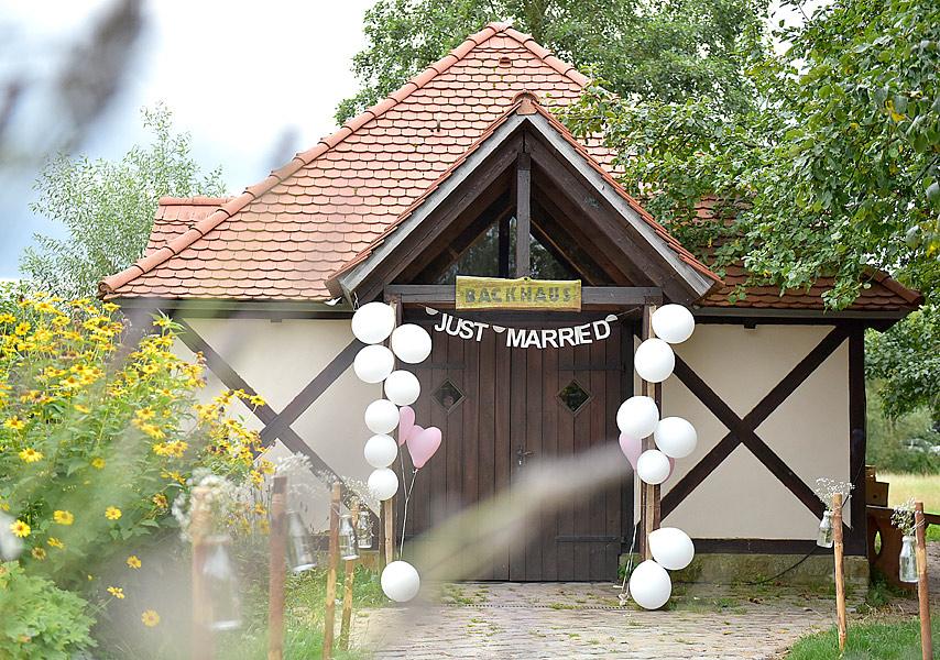 romantische vintage hochzeitsfotos berlin, DIY, liebe, natuerliche hochzeitsfotos,Hochzeitsfotos, hochzeitsfotograf berlin, freie trauung, heiraten familienfarm luebars, foto ideen hochzeit, hochzeitsdeko berlin, hochzeit farm luebars