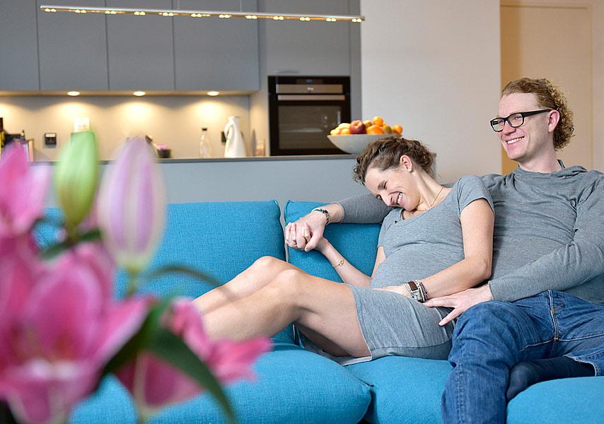 Kombi Fotoshooting Babybauchfotos und Babyfotos Zuhause Berlin , Mobiler Fotograf Berlin, Jennifer Sanchez