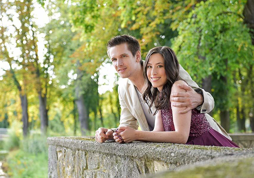 Paarfotos im Park, familienportraits berlin, familienfotoshooting draußen, romantische paarportraits, pärchenfotos zum jahrestag, preise portraitfotos berlin