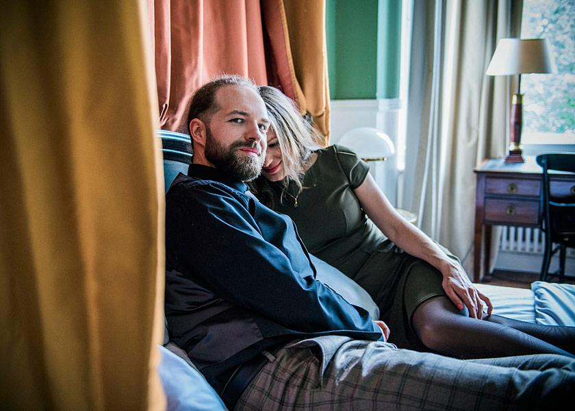 heimliche hochzeit, zu zweit heiraten in berlin, fotografie jennifer sanchez, mobiles fotoshooting berlin, hochzeitsfotograf berlin, hochzeitsfotos inspiration, brautpaarfotoshooting, standesamt schöneberg, henri hotel berlin, fotoshooting im hotelzimmer, paarfotos, ideen hochzeitsfotos