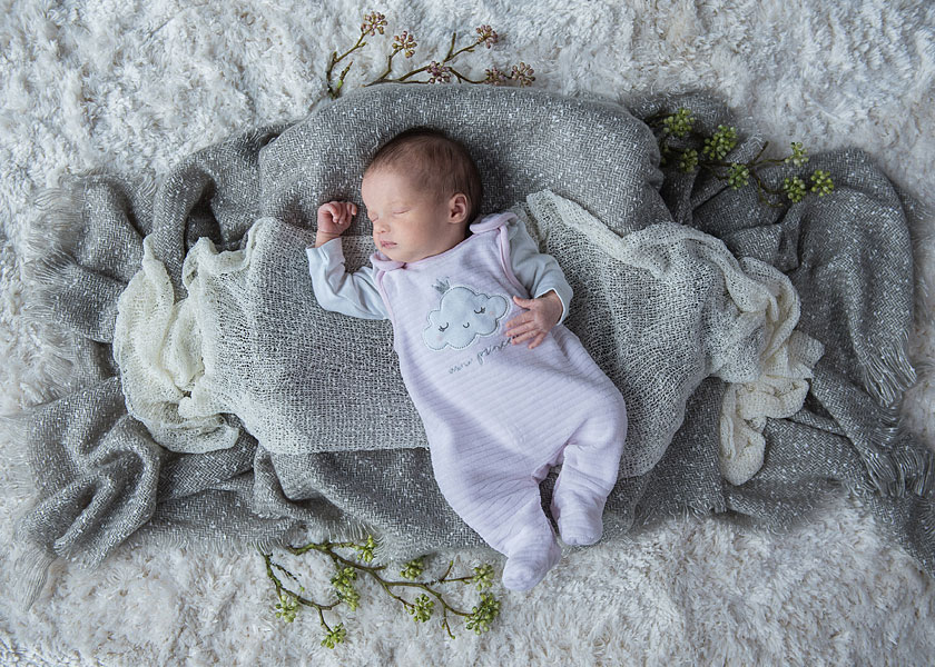 professioneller fotograf berlin, Babyfotografie zuhause, natürliche babyfotos zuhause machen lassen, babyfotografin berlin, mobiles fotostudio, neugeborenenfotos berlin, geburtsdatenfotos, Babyfotos Berlin Zuhause