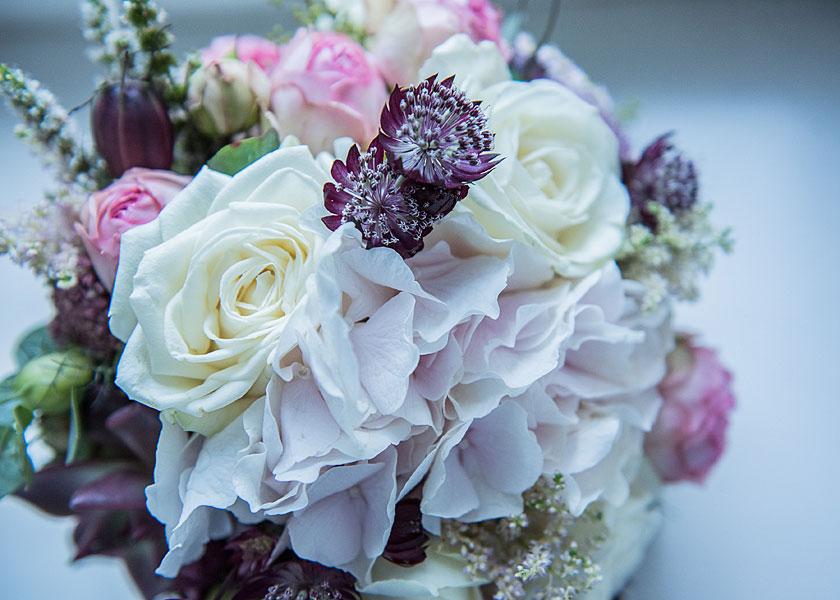hochzeitsblumen, blumenstrauß, brautstrauß, weiße rosen, standesamt berlin
