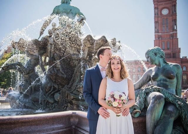 neptunbrunnen berlin, zu zweit heiraten, hochzeit nur zu zweit, heiraten in berlin hochzeit 2020, hochzeitsfotografin