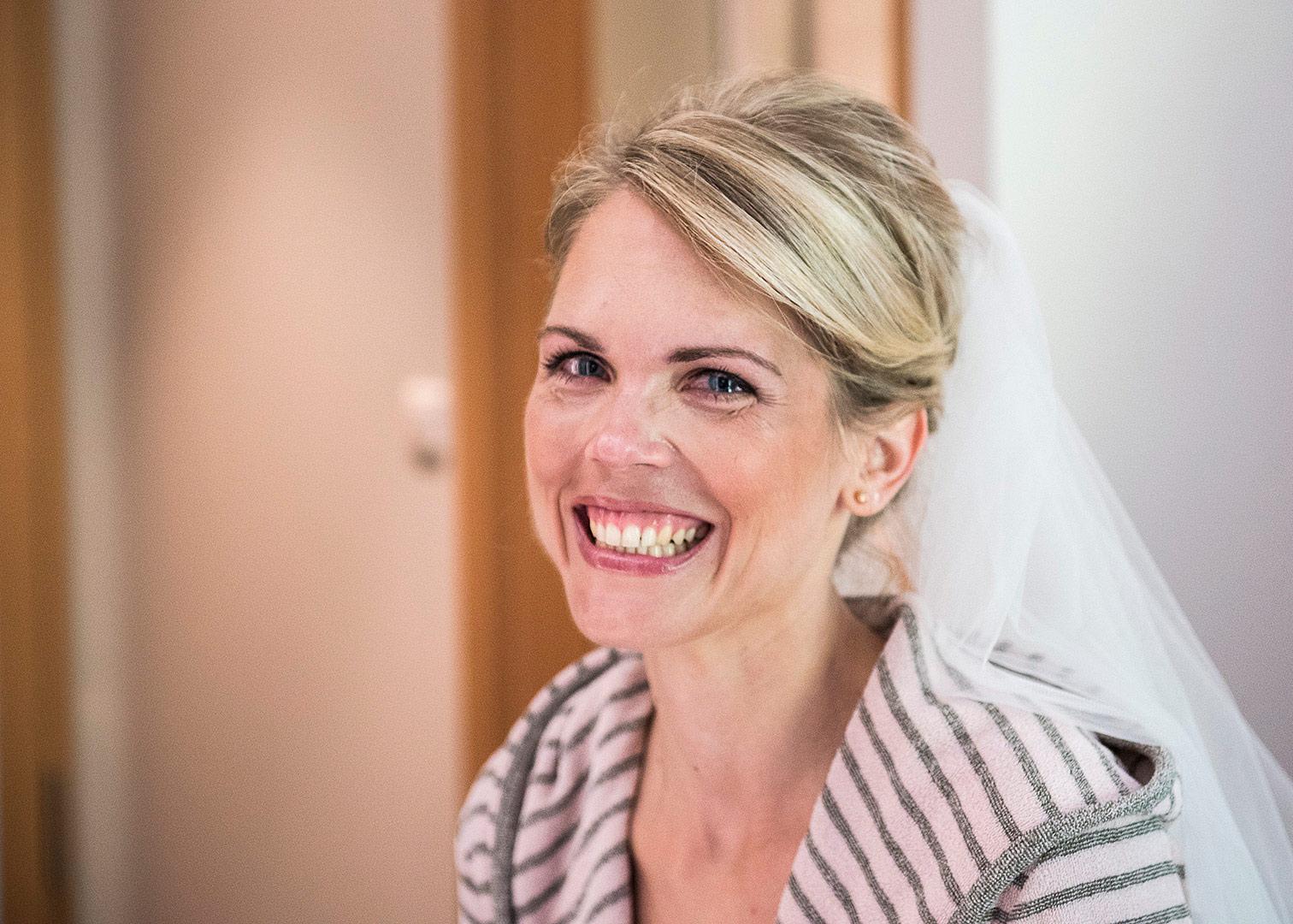 hochzeitskleid, getting ready, hochzeitsreportage, hochzeitsfotograf berlin, heiraten in bad belzig, hochzeit springbachmühle