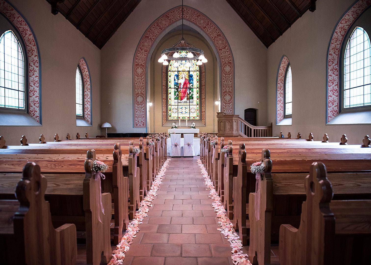 waldkapelle bad belzig, blumenschmuck, standesamtliche trauung in bad belzig, außenstelle standesamt bad belzig, kirchliche hochzeit, heiraten in bad belzig